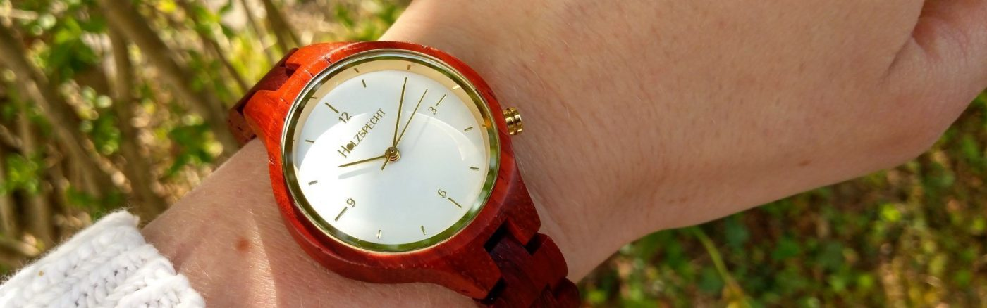 Holzspecht Armbanduhr aus Holz Waldgoldstern Rosenholz